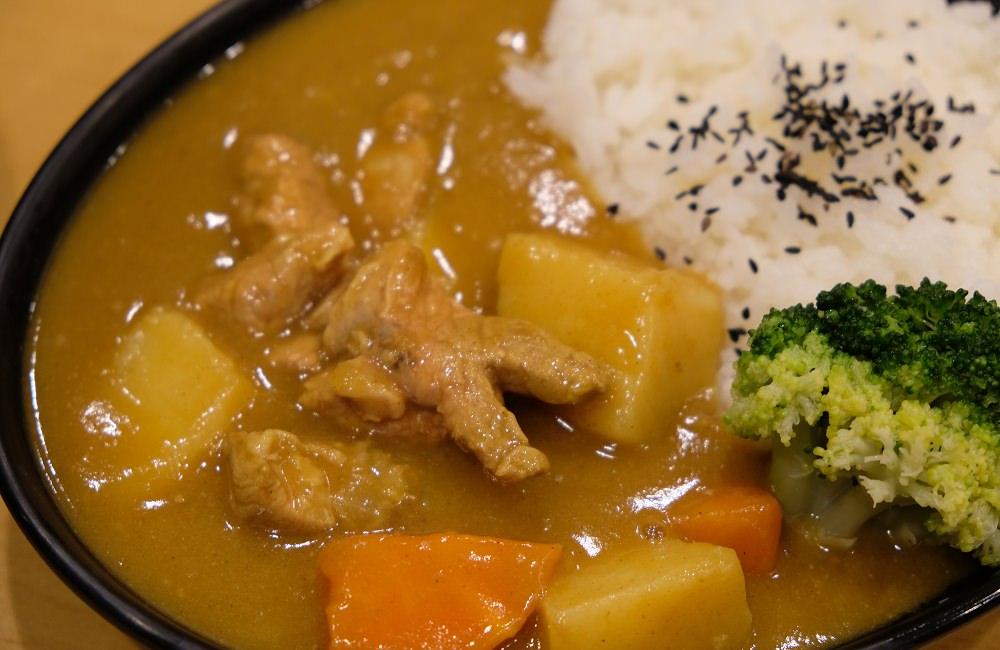 [台南]中西區熱情外送柳橙汁暢飲 小赤郎鍋燒·咖哩·炒泡麵