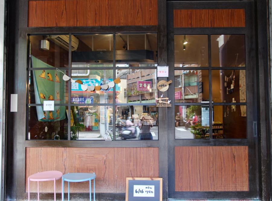 台南東區neenee.noodle泥妮鍋燒意麵 手工布丁、甜點、咖哩飯 小清新環境簡單吃推薦