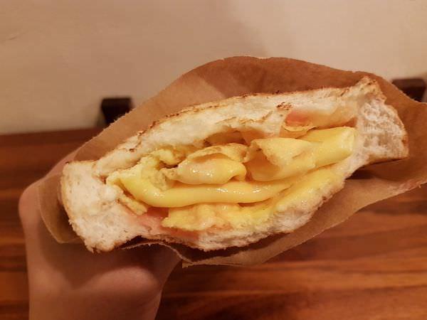 [台南]永康 尚青市場附近新店報到|碳烤口袋吐司|餡料都要滿出來啦~ 吐司边 碳烤吐司