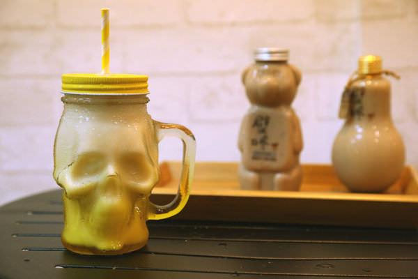 [台南]東區 大同路上宵夜場 熱壓吐司 排隊奶茶各種罐子一次滿足 T&F 手作吐司