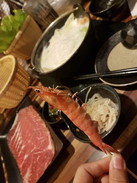 [台南]北區 香濃牛奶鍋|菜盤份量十足|湯底鮮甜 海安路上日式火鍋 湧 日式涮涮鍋