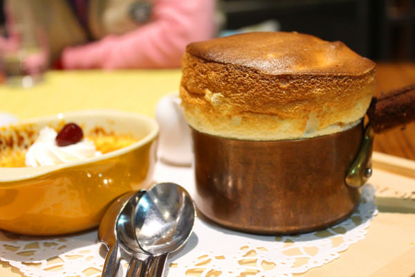小銅鍋義式餐廳(德安誠品店):[台南]經典舒芙蕾。義式料理 小銅鍋義式餐廳