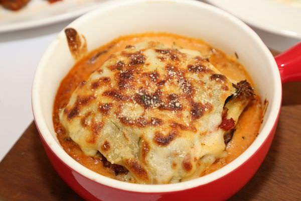 [台南]東區 虎尾寮內的巷弄美食 總是讓人喜歡的義大利麵|披薩|焗烤 秘密。義大利麵